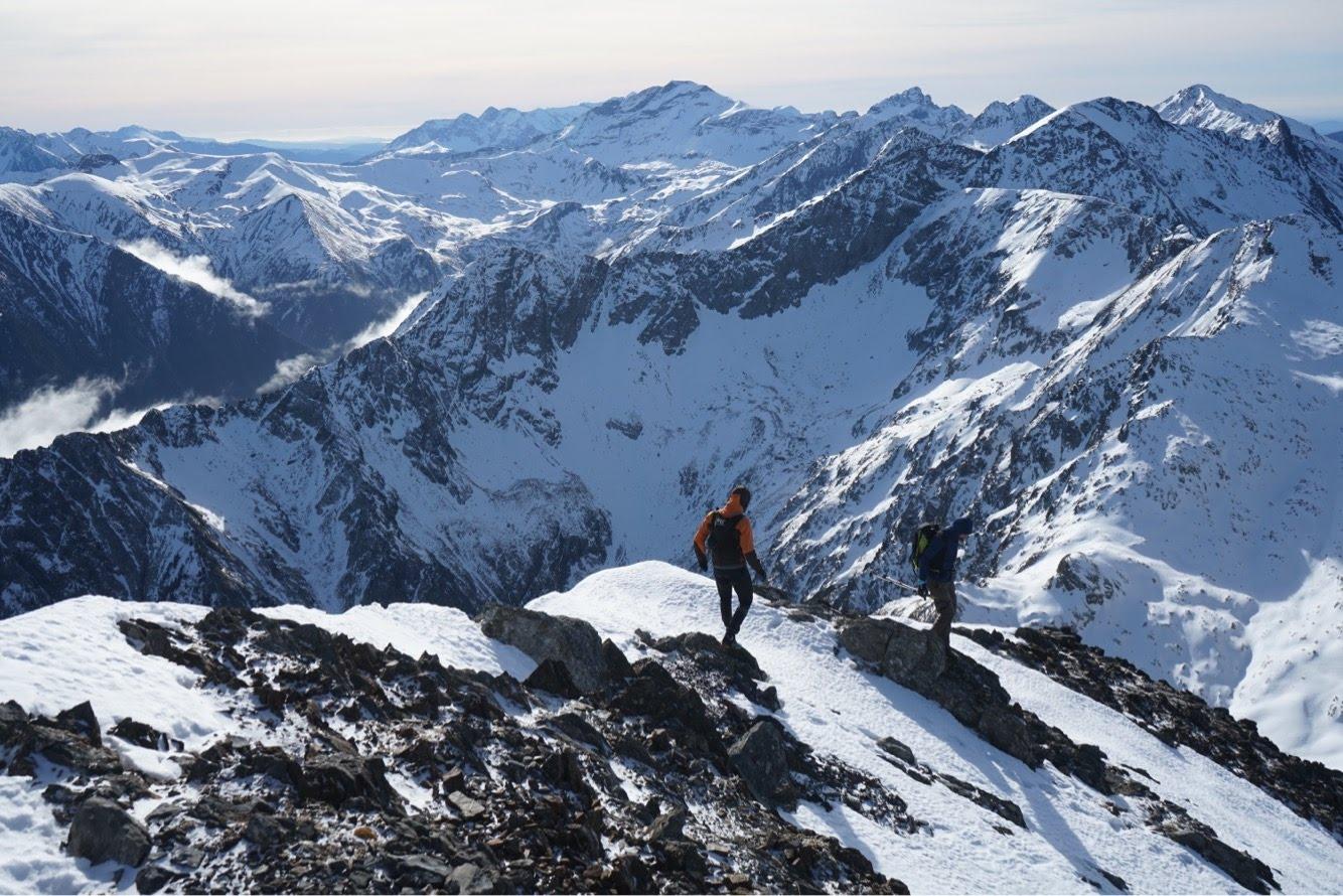 Pic d'Aret (2939 m) depuis la route forestière d'Artigues