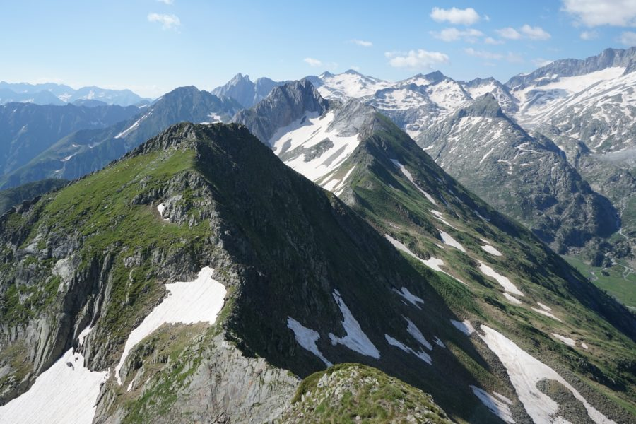 Tuca de Bargues (2634 m) et tuca Blanca de Pomèro (2699 m) depuis l'Artiga de Lin