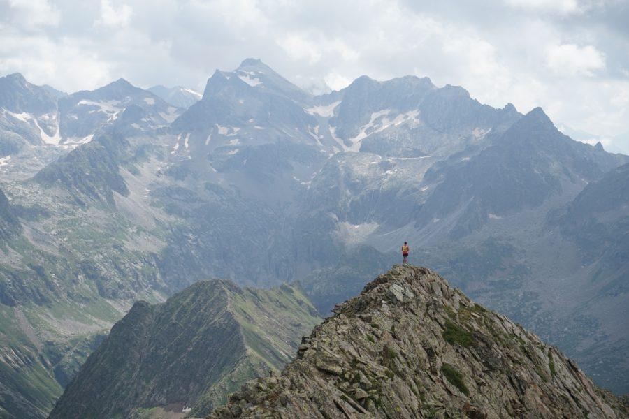 Pic de la Hourque (2719 m) – Pic des Bacherets (2878 m) – Pic de la Montagnette (2738 m) – Pic Pétar (2542 m) depuis Pont du Prat