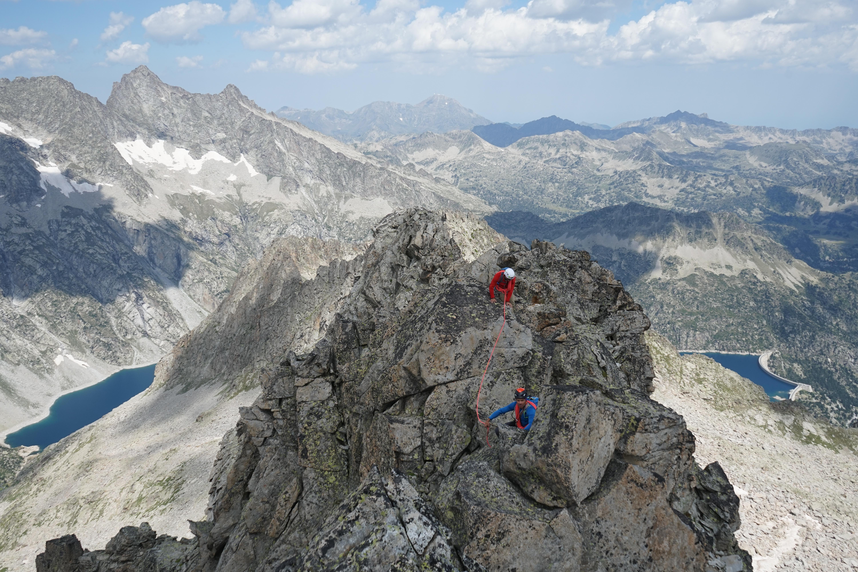 Traversée des Alharisses (AD+) : du Petit Pic (2768 m) au Grand Pic ou Cylindre d'Estaragne (2993 m) depuis Cap de Long