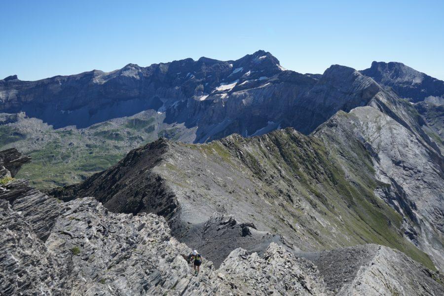 De la Pène Blanque de Troumouse (2905 m) au Mounherran (2783 m) par les crêtes depuis le parking de Troumouse