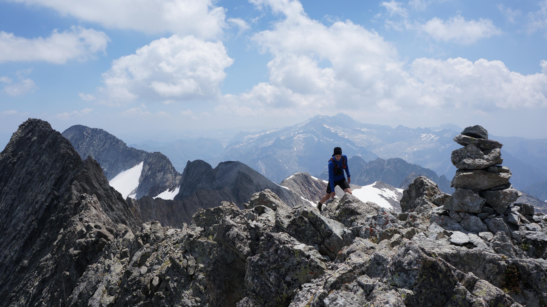 Pic de Perdiguère (3222 m) – Pic Royo (3121 m) – Pointe de Litérole (3132 m) – Pics Occ. et Or. des Crabioules (3106 m – 3116 m) depuis les granges d'Astau