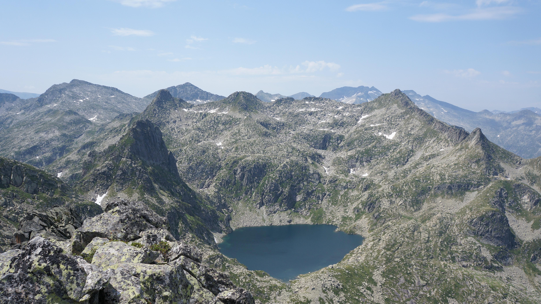 Pic de Séron (2489 m) – Pic du Laquet (2438 m) – Dent de Mède (2361 m) – Pic de Mont-Rouge (2379 m) depuis le cirque de Gérac