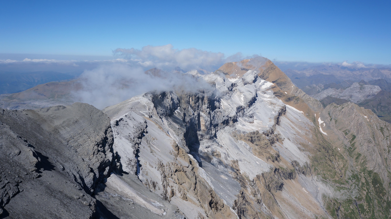 Casque du Marboré (3006 m) – Tour du Marboré (3009 m) – Epaule du Marboré (3073 m) – Pics de la Cascade (3161 – 3106 – 3095 m) – Taillon (3144 m) depuis le col des Tentes