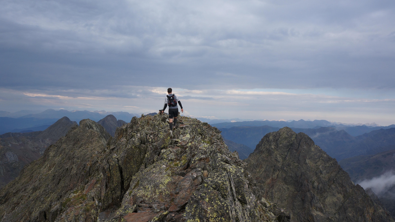 Pic de Médécourbe (2914 m) depuis le barrage de Soulcem