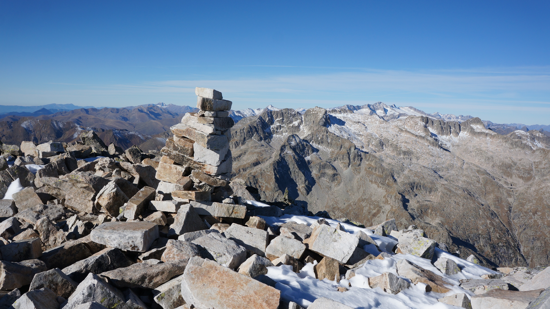 Pic de Comalesbienes (2993 m) – Punta Alta (3014 m) depuis le barrage de Cavallers