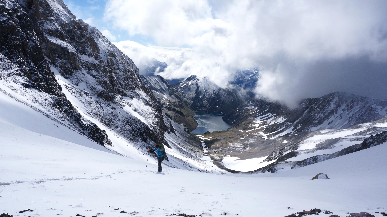 Pico de Vallibierna (3067 m) – Tuca de Culebras (3062 m) depuis le lac de Llauset