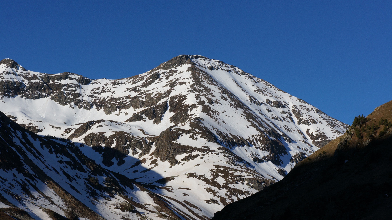 Pic de la Coume d'Enfer (2730 m) par la face Nord depuis le pla de las Peyres