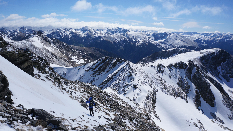 Pic des Bareytes (2860 m) par le couloir O depuis le barrage de Soulcem