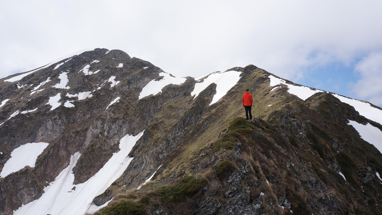 Cap Ner (2029 m) depuis le col de la Core