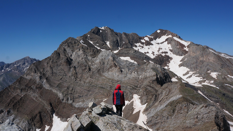 Pico de la Forqueta (3007 m) – Pic des Pavots (3121 m) – Las Espadas (3332 m) – Posets (3369 m) – Diente de Llardana (3085 m) depuis le pla de l'Estallo