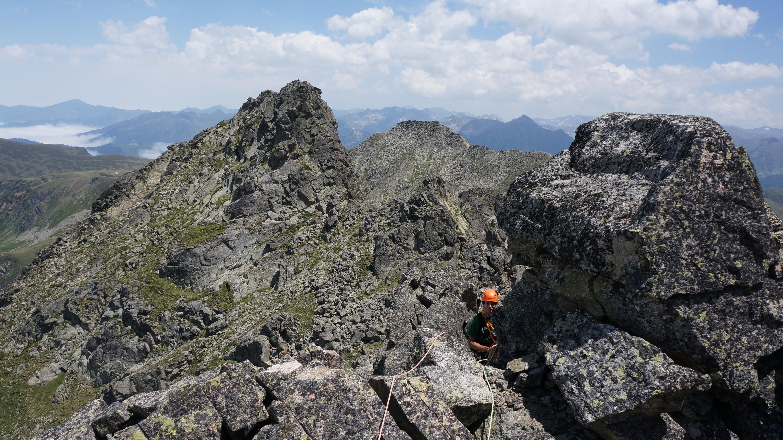 Pic Fourcade (2675 m) par l'arête O (AD+/D-) depuis le pla de las Peyres