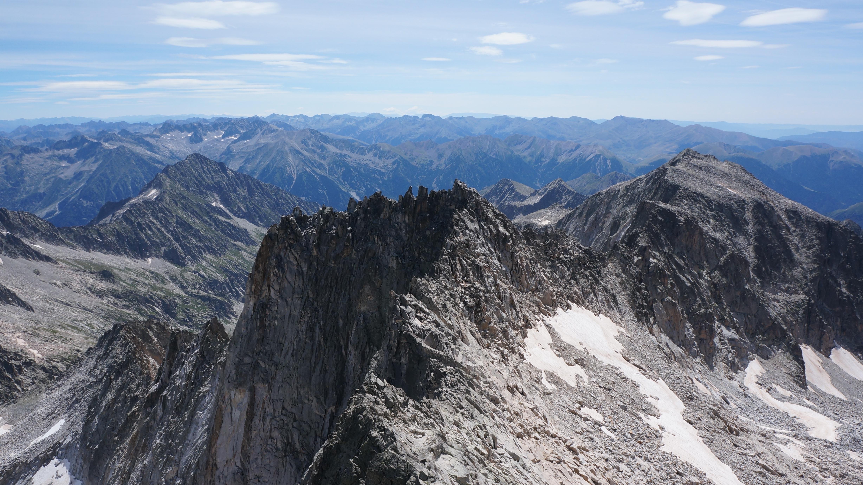 Pic Russell (3207 m) – Pico de Margalida (3241 m) – Pic des Tempêtes (3290 m) depuis le lac de Llauset