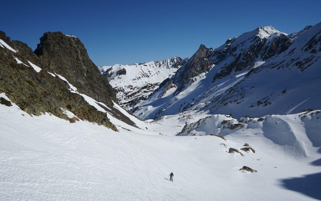 Tuc de Montanero (2585 m) depuis l'entrée N du tunnel de Vielha