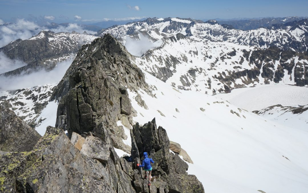 Pic de Guerossos (2733 m) – Pic de Flamisella (2853 m) – Pic de Certascan Nord (2840 m) par le cirque de Cagateille