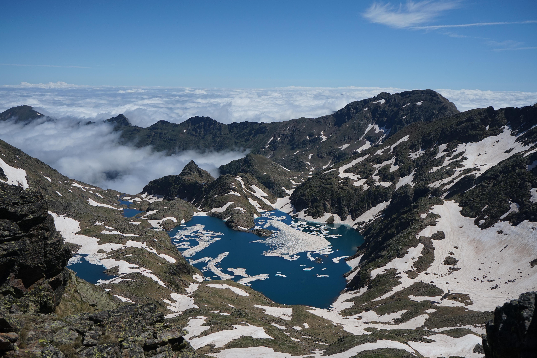Pic des Langounelles (2818 m) – Pic de Cataperdis (2805 m) – Pic de Cabayrou (2732 m) – Pic de l'Etang Fourcat (2859 m) depuis le barrage de Soulcem