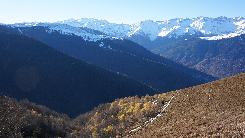 Du plan de Montmajou (2081 m) au tuc de Poujastou (2015 m) depuis le belvédère de Sode