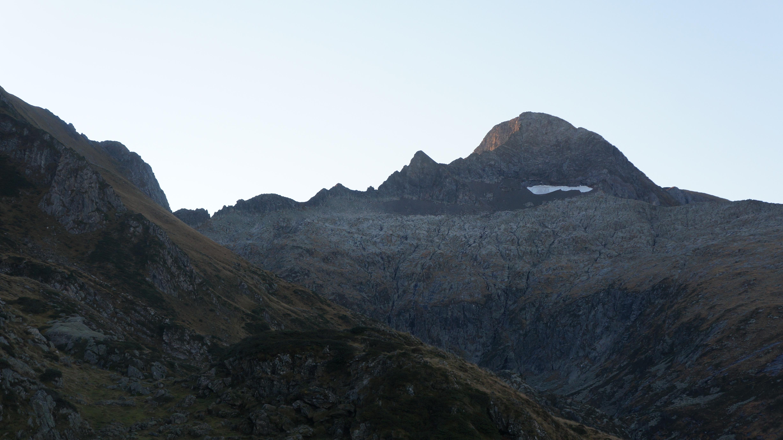 Mont Valier (2838 m) par l'arête des Antiques (AD-) depuis le pla de la Lau