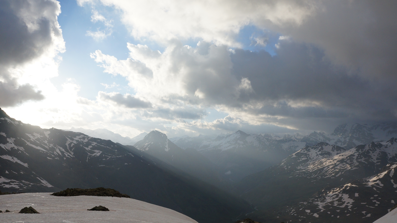 Grand pic de Tapou (3150 m) – Pic du Milieu de Tapou (3130 m) depuis la piste d'Ossoue
