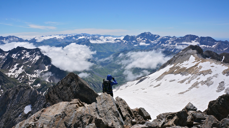 Tour du glacier d'Ossoue : du Montferrat (3219 m) à la pointe Chausenque (3204 m) depuis le barrage d'Ossoue